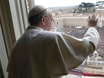 Premier Angélus et intronisation du pape François
