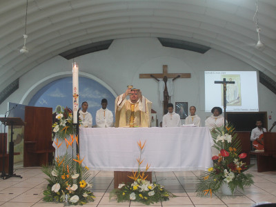Célébration de la messe de la Vigile Pascale 2018